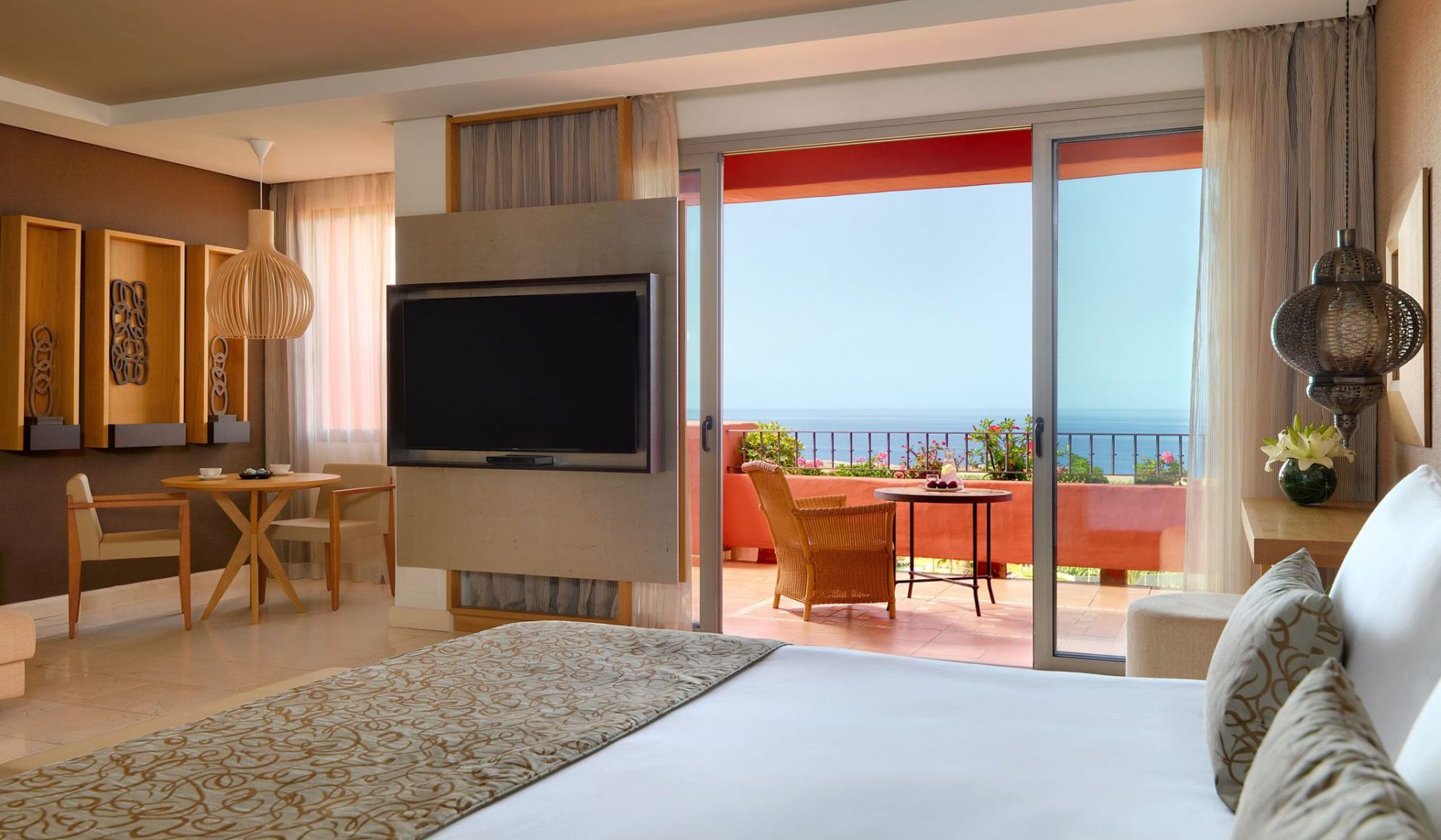 50554433-Junior Suite Ocean View from bed