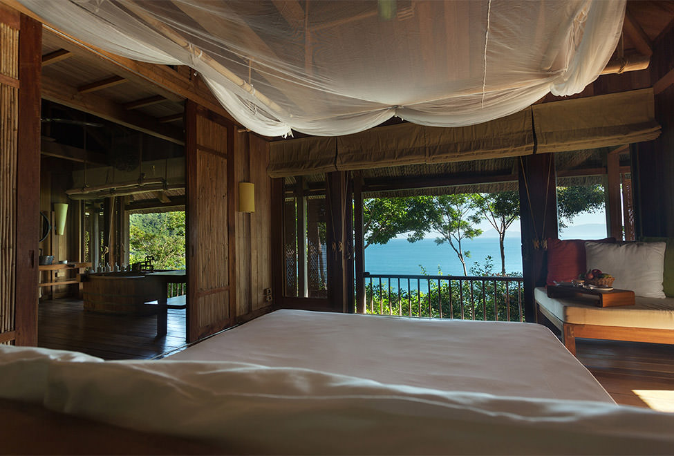 975x660_hilltop_villa_bedroom