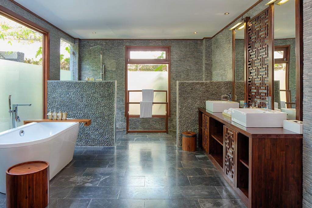 Bathroom-Pool_Suite-3