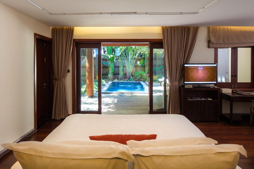 Bedroom-Pool_Suite-1