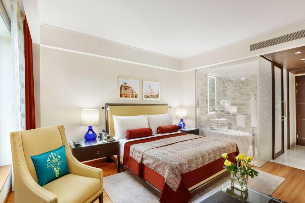 Deluxe room_The Oberoi, New Delhi (2)