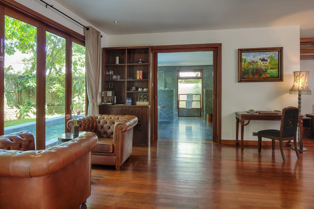 Living_Room-Pool_Suite-1