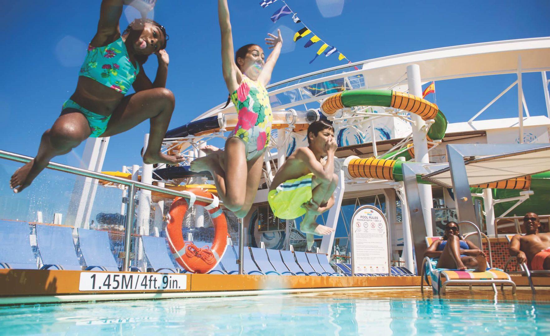 OASIS-harmony-dzieci-skaczą-basen