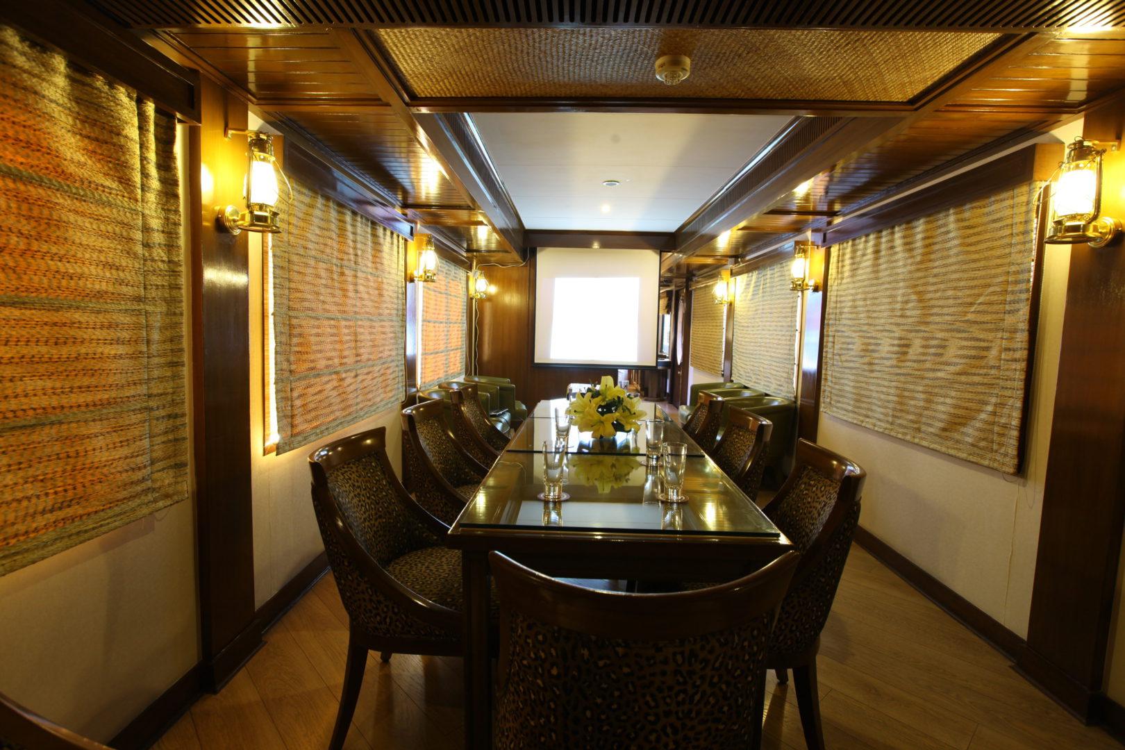 Safari-bar-as-conference-room