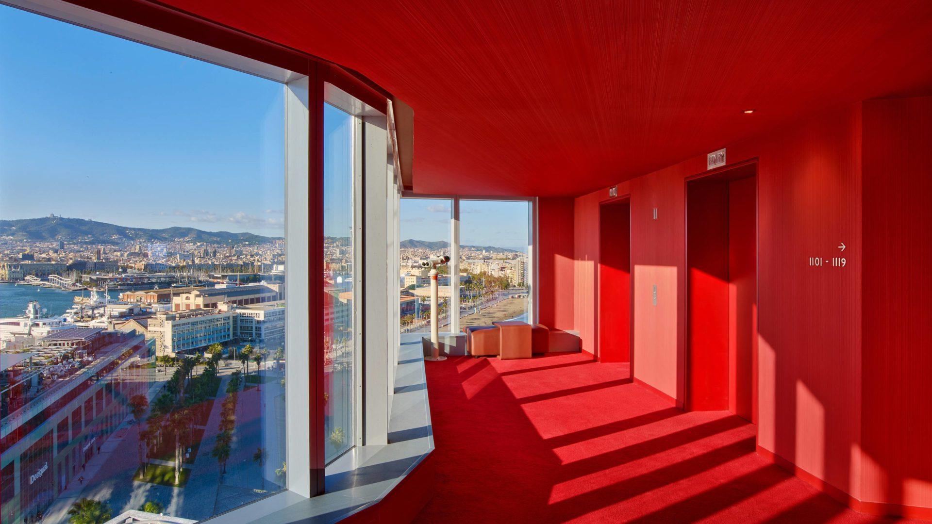W hotel Barcelona korytarz