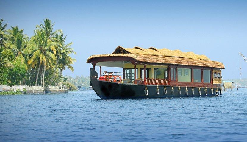 carnoustie-luxury-boat