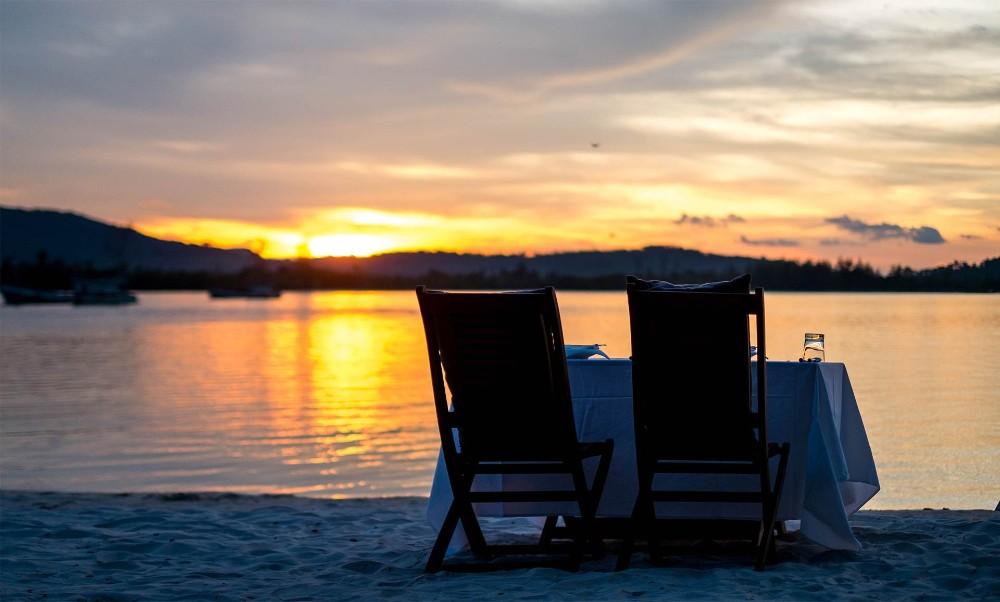 destination_dining_beach