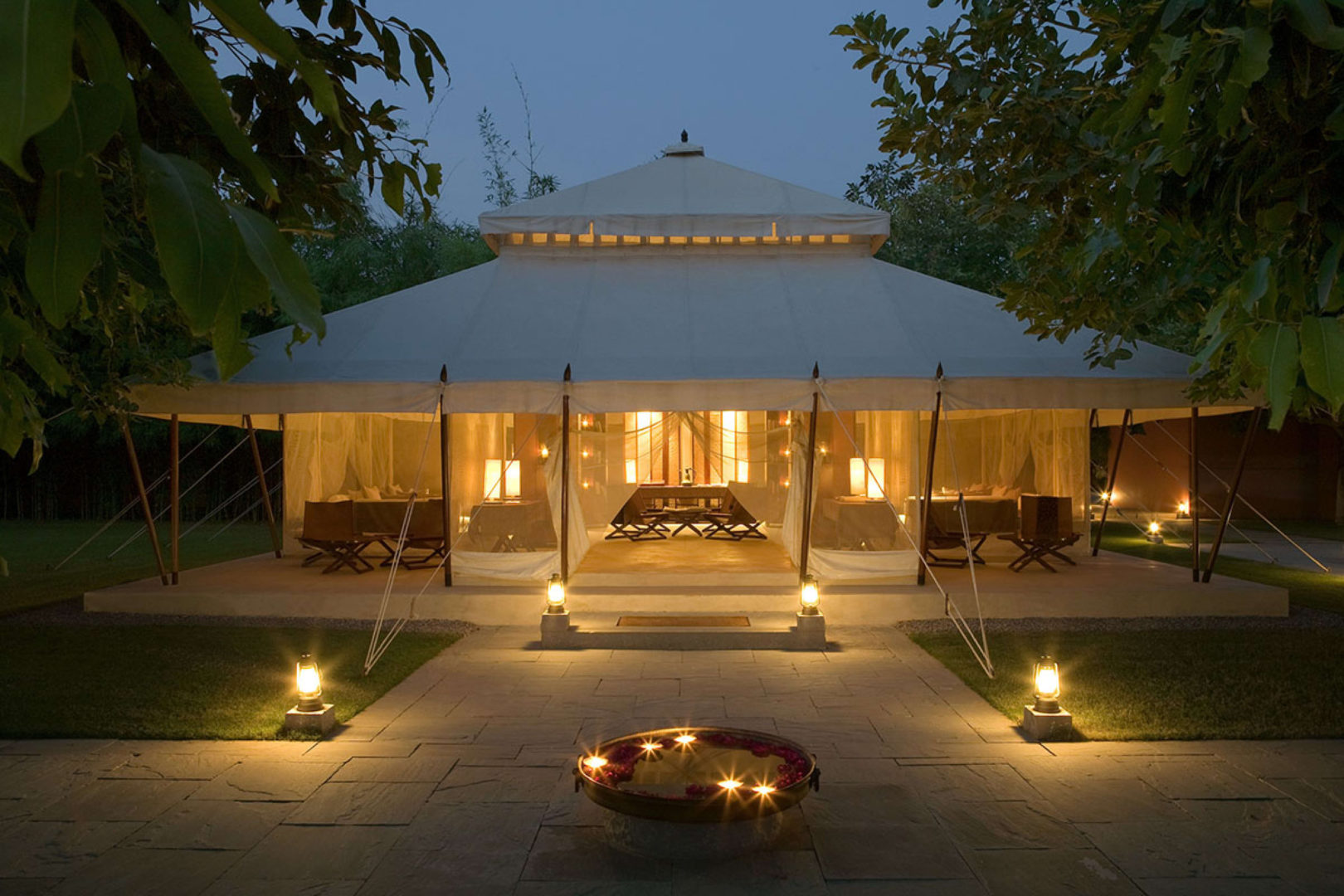 lounge_tent-evening_high_res_4004
