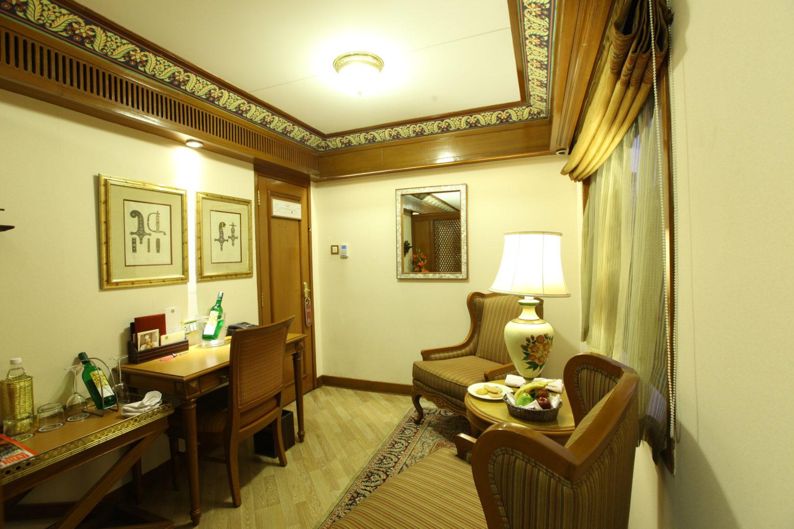 suite-sitting-area-2